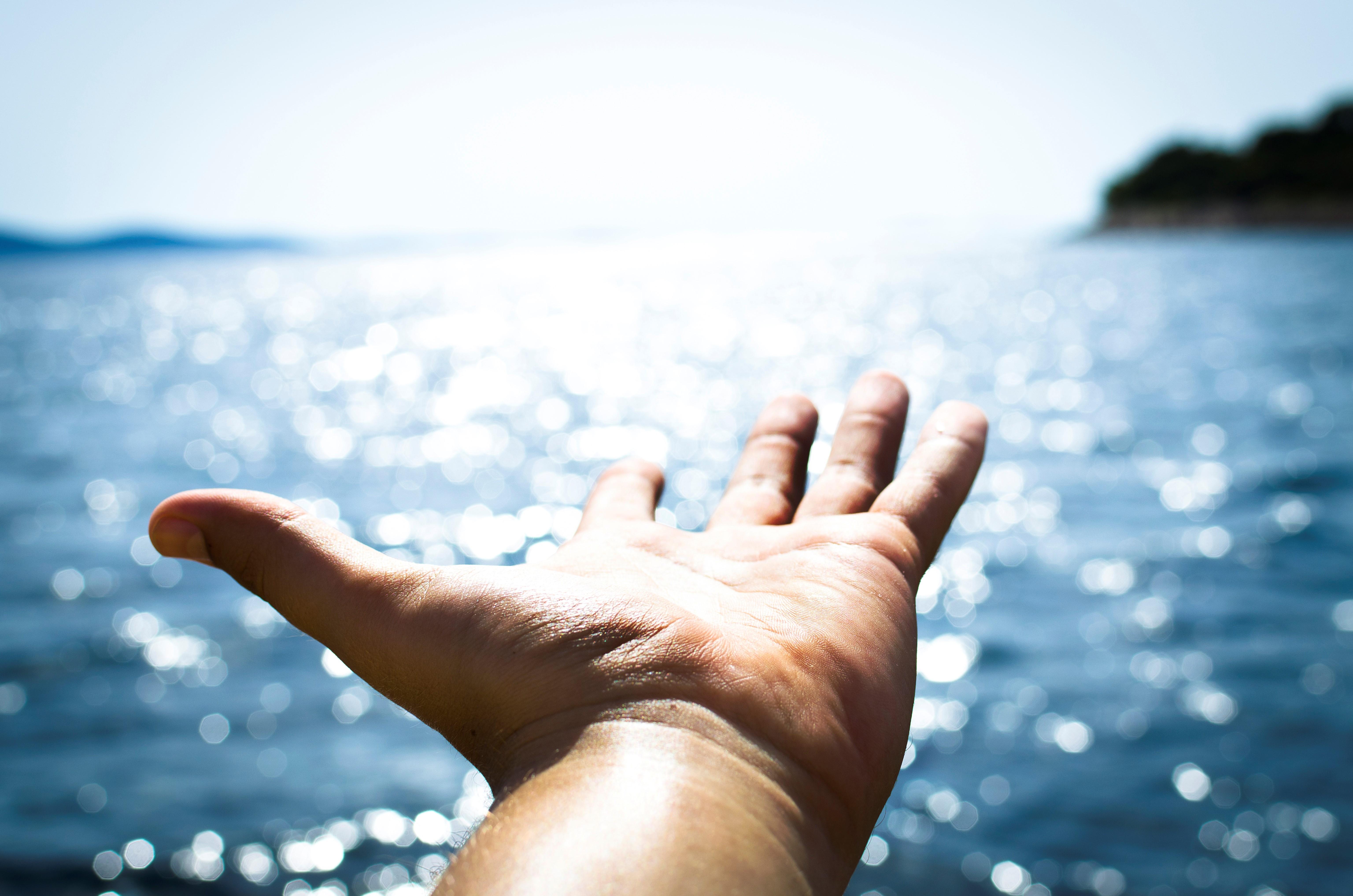 Quelle: Pexels.com: Adult-background-beach-blue-296282